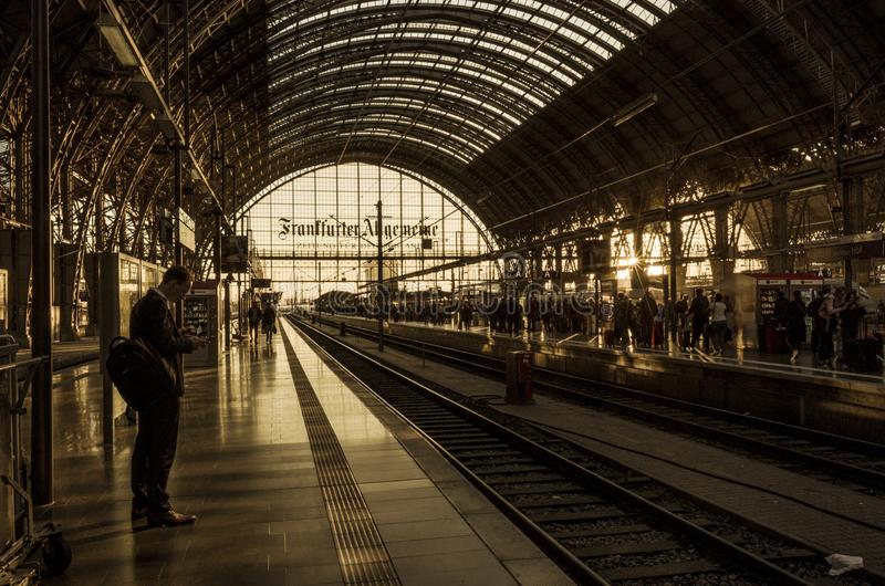 Ferrocarril central en Frankfurt-am-Main, Alemania imágenes de archivo libres de regalías