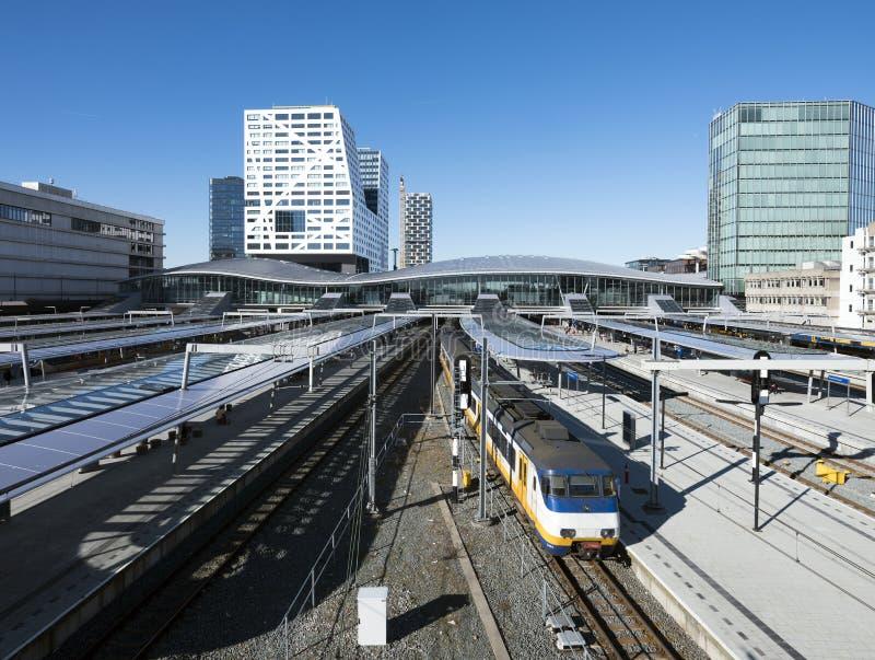 Ferrocarril central en la ciudad holandesa de Utrecht en los Países Bajos fotos de archivo