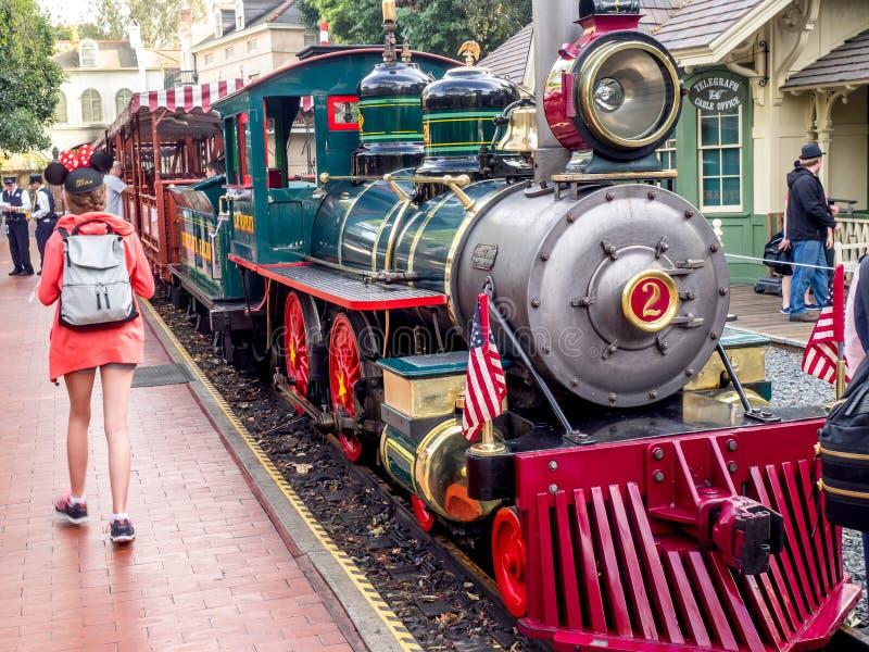 Ferrocarril de Disneyland en el parque de Disneyland fotos de archivo libres de regalías