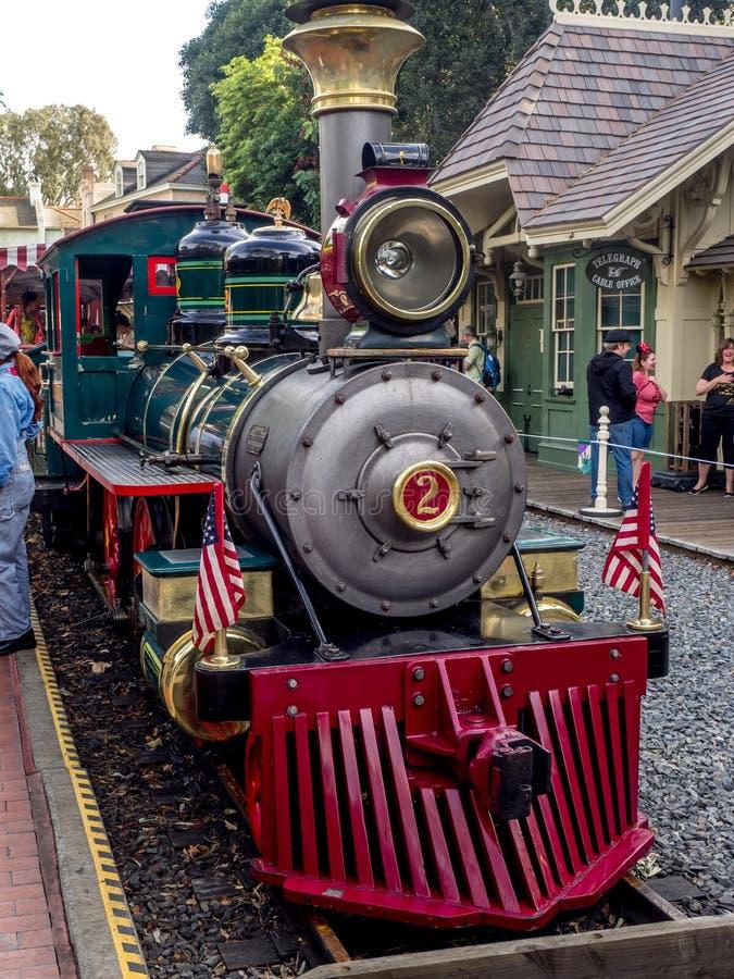 Ferrocarril de Disneyland en el parque de Disneyland imagenes de archivo