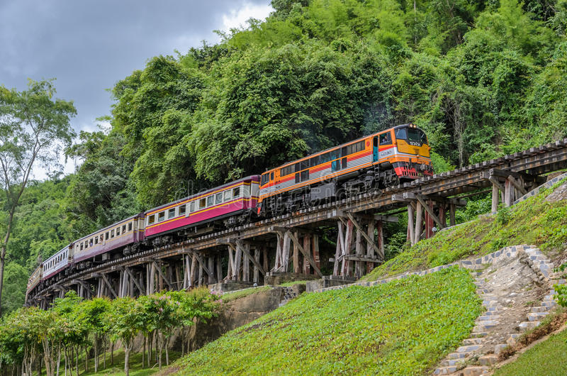 Ferrocarril de la muerte en Kanchanaburi Tailandia fotografía de archivo libre de regalías