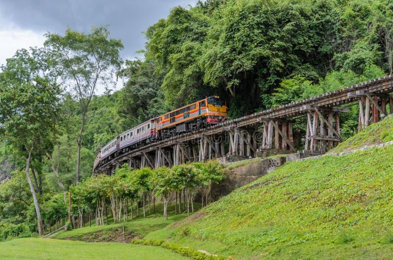 Ferrocarril de la muerte en Kanchanaburi Tailandia imagenes de archivo