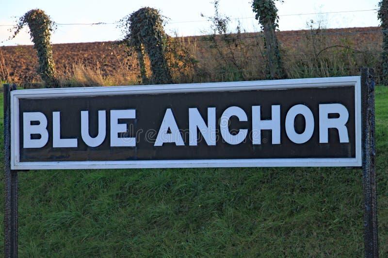 FERROCARRIL DEL OESTE DE SOMERSET, ANCLA AZUL, SOMERSET - 11 DE NOVIEMBRE DE 2012: Una señal de peligro en la estación azul del a imagen de archivo libre de regalías