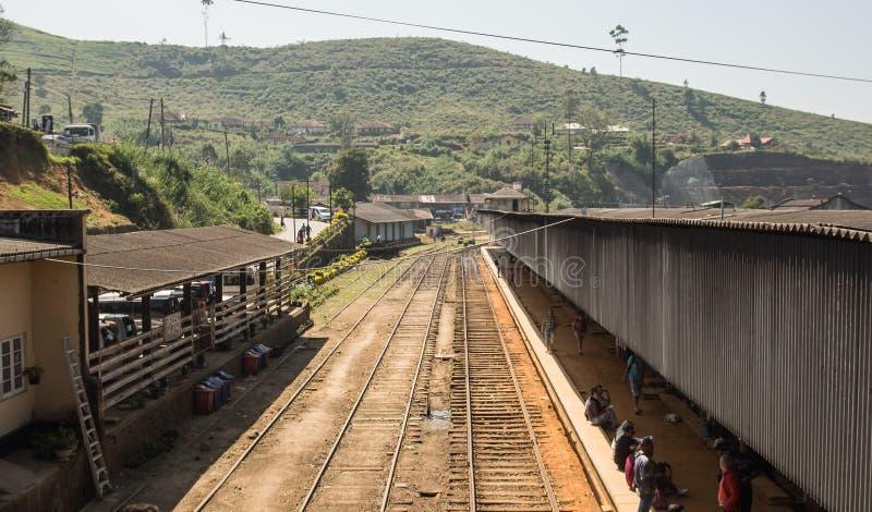Ferrocarril en Asia HATTON, SRI LANKA - CIRCA EL 15 de enero de 2017 fotos de archivo