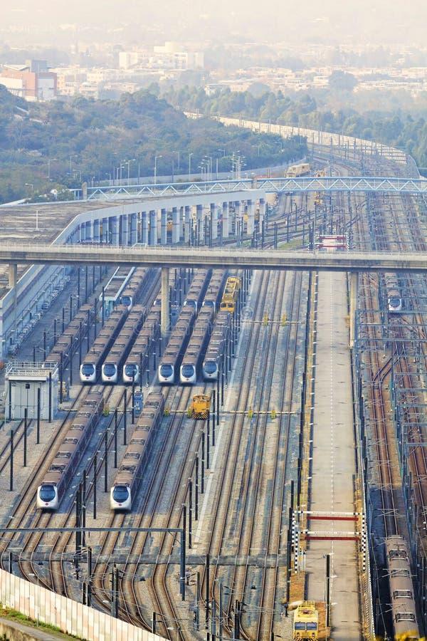 Download Ferrocarril en Hong-Kong imagen de archivo. Imagen de balanceo - 42444123
