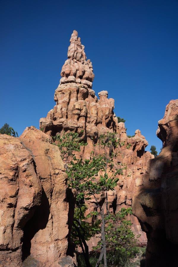Ferrocarril grande de la montaña del trueno de Disneyland imagen de archivo