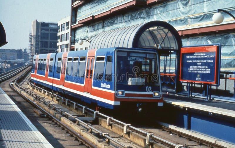 Ferrocarril ligero de los Docklands, Londres fotografía de archivo libre de regalías
