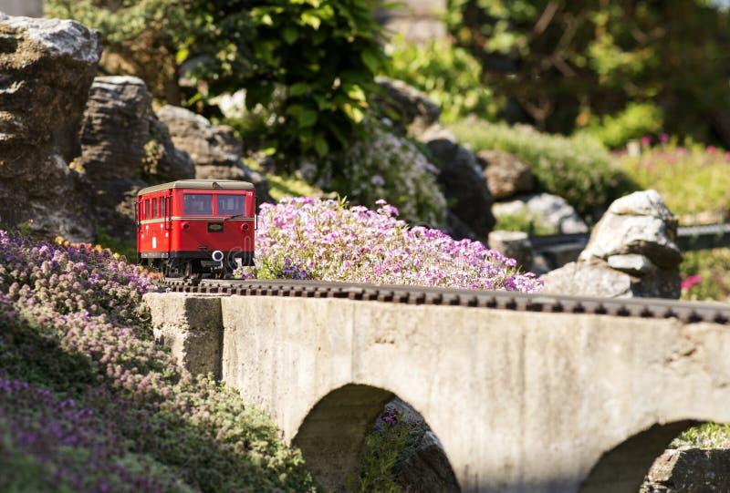 Ferrocarril modelo del tren imagenes de archivo