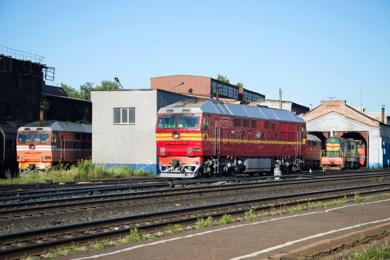 Ferrocarril Rybinsk del depósito locomotor de la locomotora diesel TEP-70 del pasajero imágenes de archivo libres de regalías