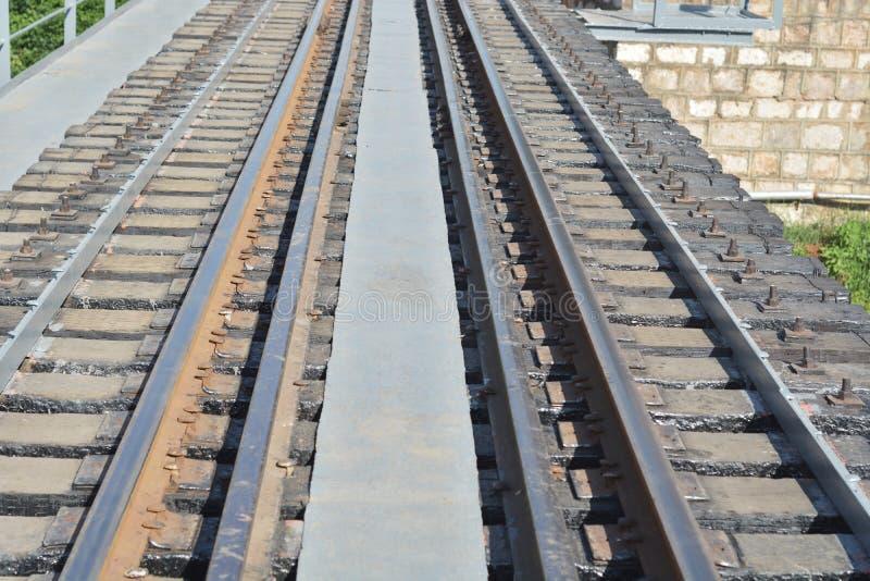 Ferrocarril a través del río foto de archivo libre de regalías