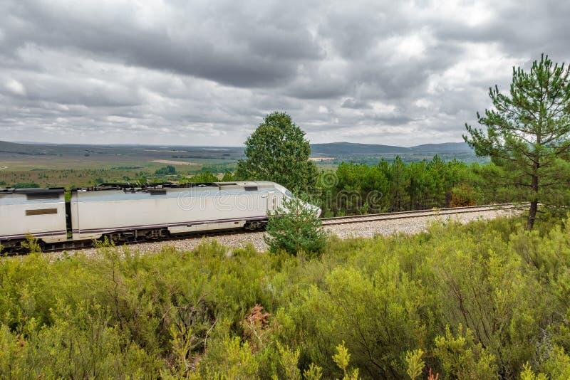 Download Ferrocarril y tren foto de archivo. Imagen de dirección - 100526834