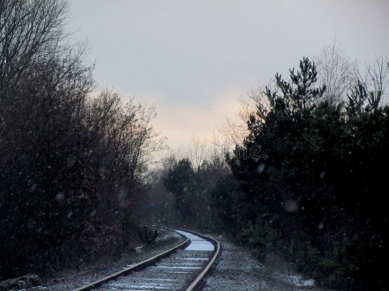 Ferrocarriles en el invierno fotografía de archivo