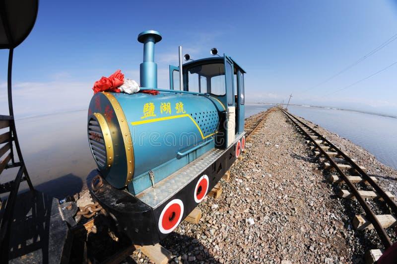 Ferrovia in Caka Salt Lake fotografia stock libera da diritti