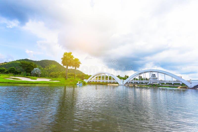 Ferrovia del ponte del fiume costruita durante la seconda guerra mondiale dalle truppe giapponesi situate in Lamphun, Tailandia fotografia stock