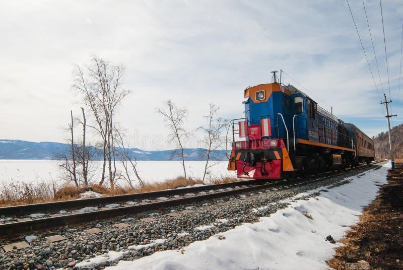 Ferrovia di Circum-Baikal Un treno fotografia stock libera da diritti