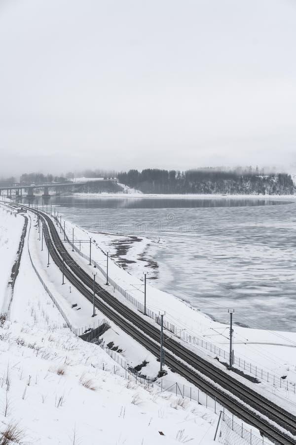 Ferrovia di inverno in Norvegia immagine stock