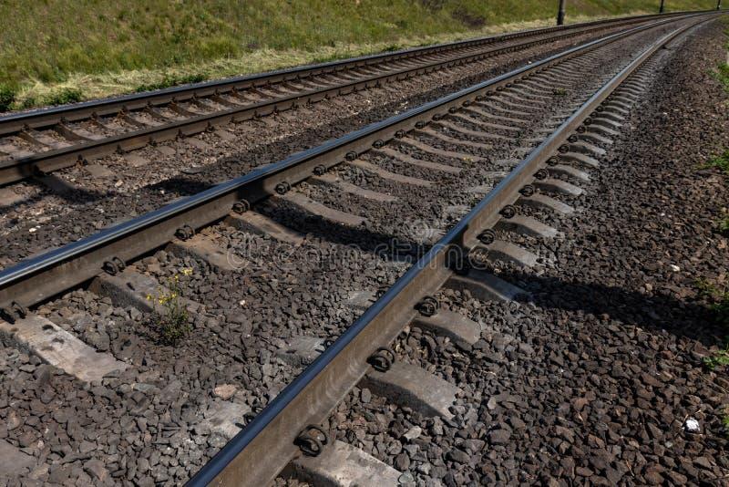 Ferrovia nella campagna immagine stock