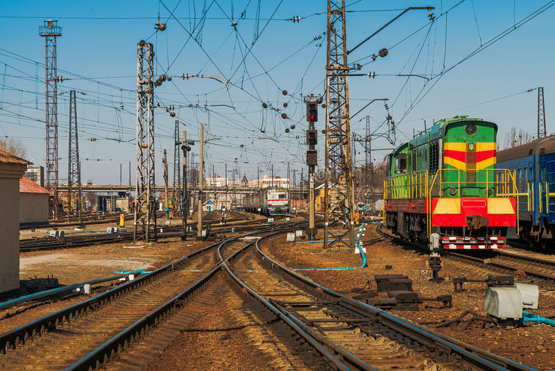 Ferrovia ucraina piste del treno a Kharkov, Ucraina fotografia stock libera da diritti