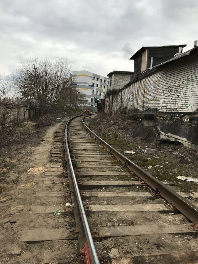 Ferrovia, zona industriale, devastazione, graffito area non proficua della città fotografie stock libere da diritti