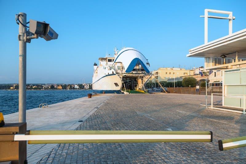 Download Ferry-boat dans Zadar image stock. Image du balkans, rivage - 45353313