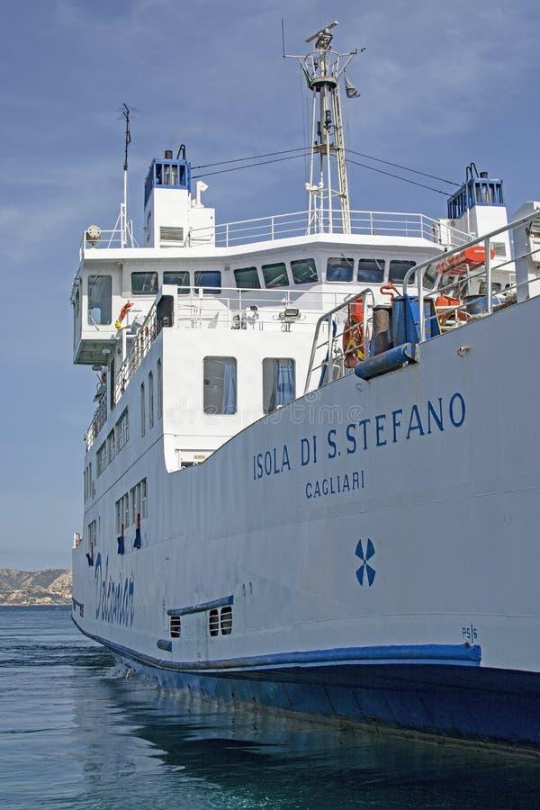 Ferry entre les Palaos et Isola Maddalena en Sardaigne Italie photographie stock libre de droits