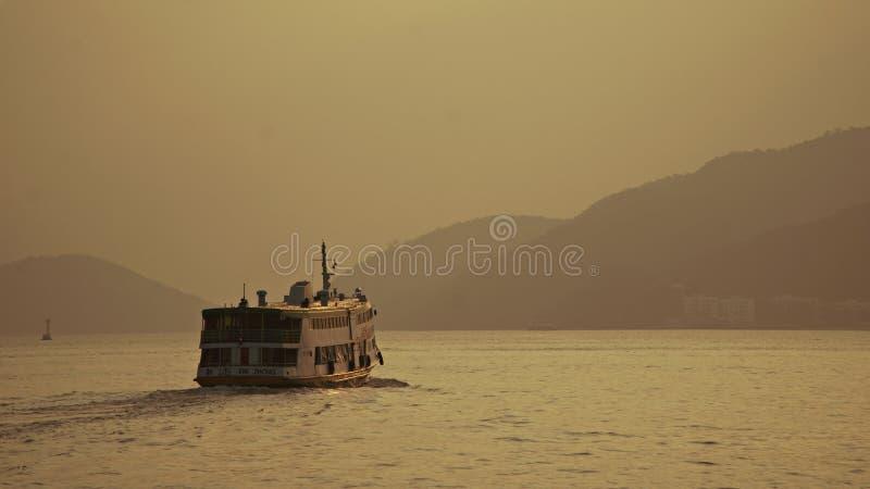 Ferry l'intestazione nello sconosciuto fotografie stock libere da diritti