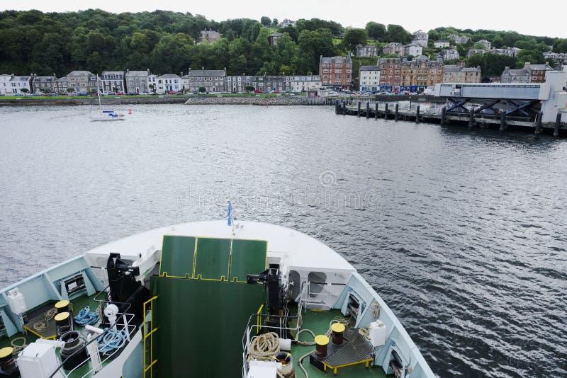Ferry o navio de cruzeiros que aproxima a ilha escocesa da opinião de Rothesay de cima de imagem de stock royalty free