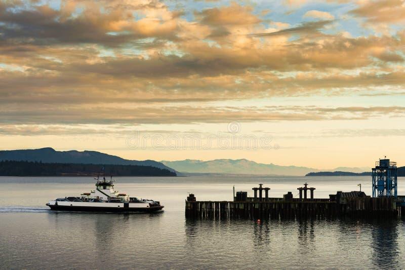 Ferryboat i Mt piekarz obraz royalty free