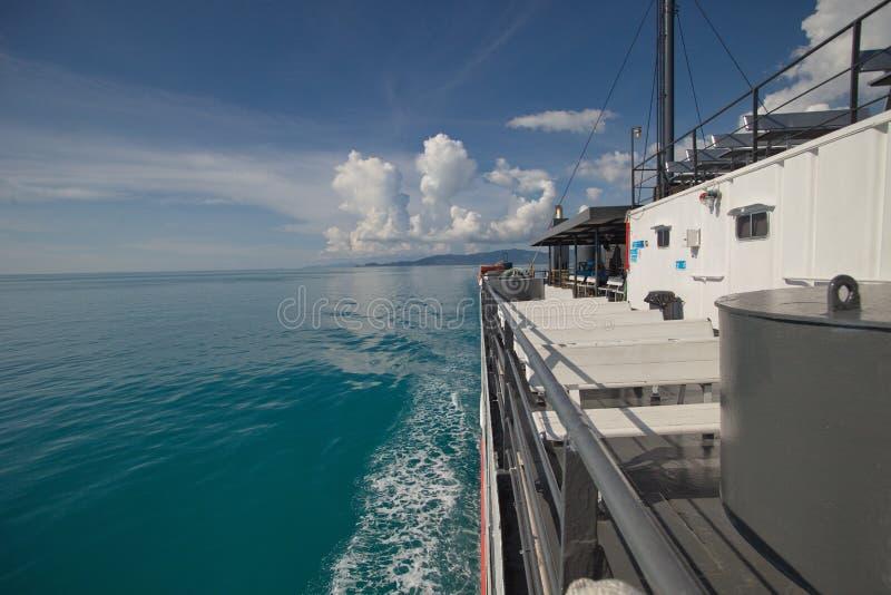 Ferryboat no mar fotografia de stock royalty free