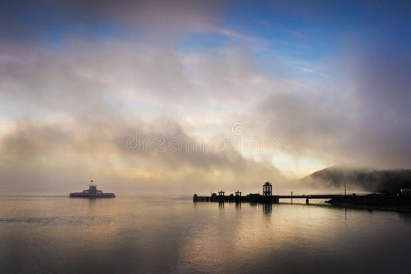 Ferryboat wschód słońca zdjęcia royalty free