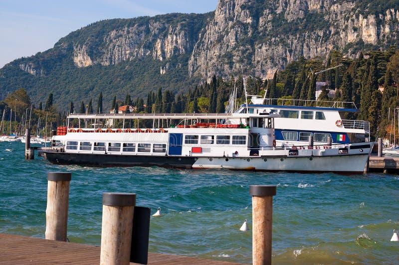 Ferryboats - lago Itália Garda imagem de stock