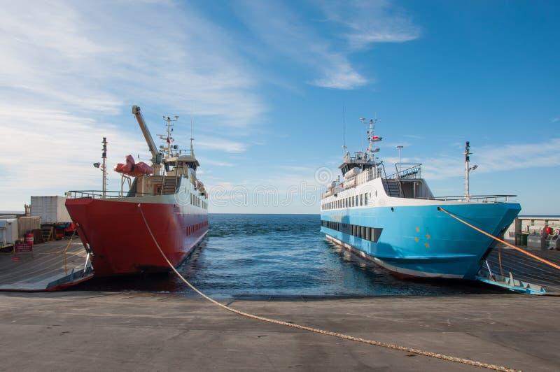 Ferrys à cruz de Punta Arenas a Ensenada, o Chile imagens de stock royalty free
