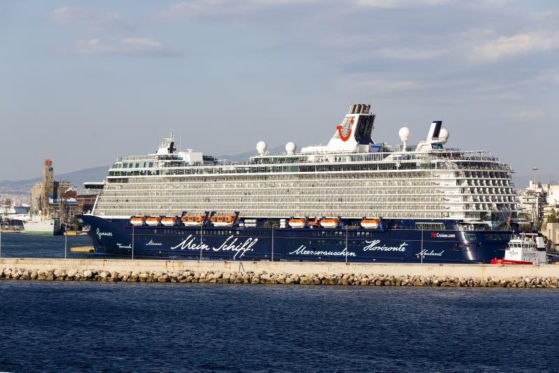 Ferrys-boat, bateaux de croisière s'accouplant au port de Le Pirée, Grèce photos libres de droits