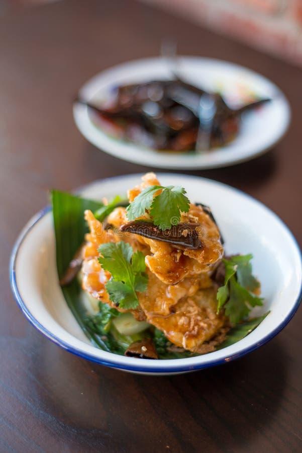 Fertanie Smażąca ryba jedzenia tajlandzcy fotografia stock