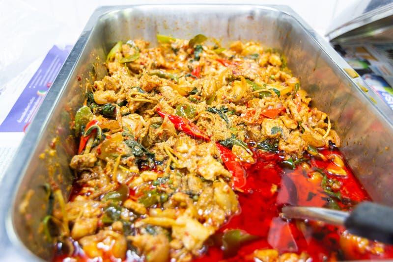 Fertanie smażący dziki knur z czerwonym currym fotografia stock