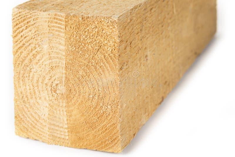 Fertiges Bauholzholz auf einem weißen Hintergrund stockbild