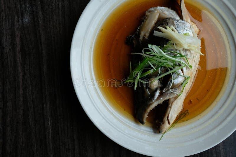 A fervura principal Salmon com alimento do molho de soja é um estilo japonês fotografia de stock