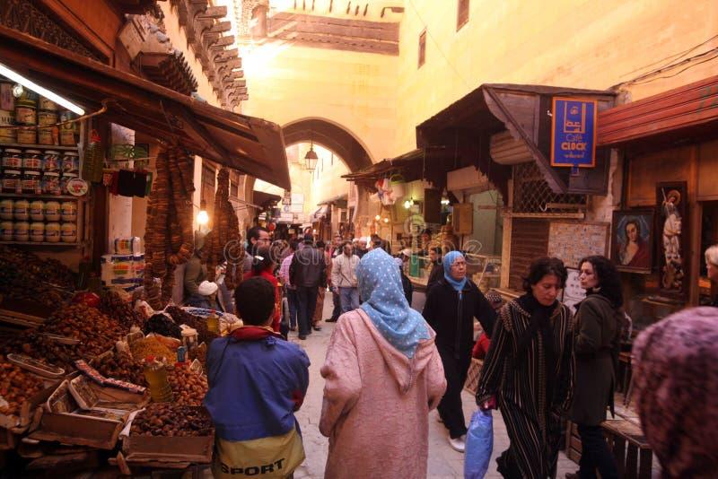 FES0752. Menschen auf dem Souq in der Medina oder Altstadt in Fes im Norden von Marokko in Nordafrika royalty free stock photos