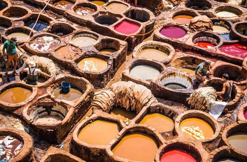 Fes, Marocco, souk de cuero de la curtiduría imágenes de archivo libres de regalías