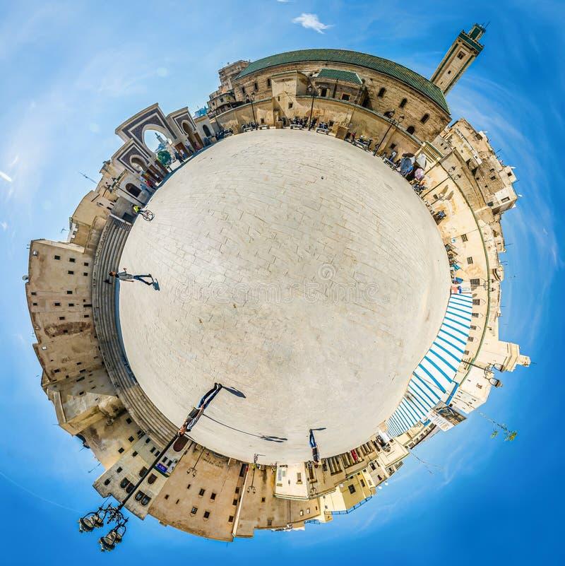Fes, Marokko - Oktober 16, 2013 Panoramische planeet van Medina-vierkant stock fotografie