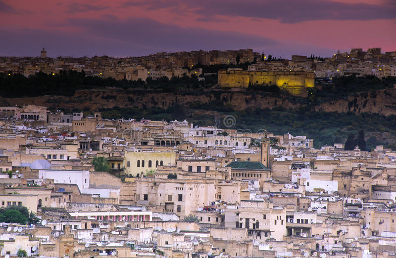 Fes, Marruecos con Medina viejo fotos de archivo