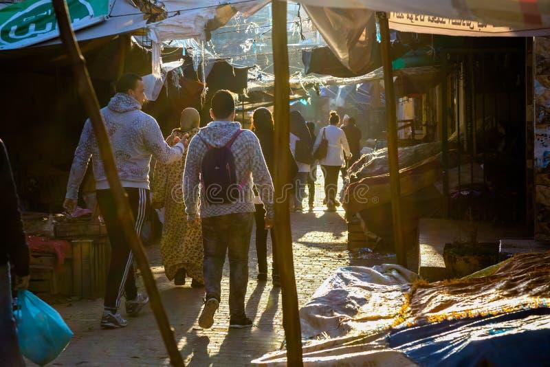 Fes, Marruecos - 28 de febrero de 2017: Despertar el mercado i de la mañana fotos de archivo libres de regalías