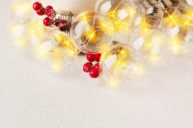 Festão amarela da decoração do Natal ou do ano novo com bagas imagens de stock royalty free