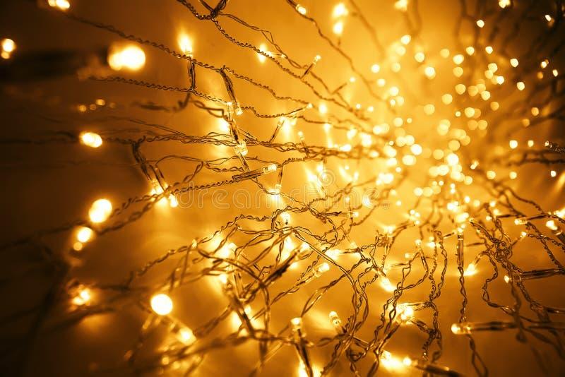 Festão das luzes de Natal, fundo conduzido borrado da luz de bulbo imagem de stock royalty free