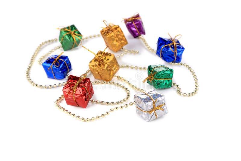 Festão do Natal com presentes pequenos. fotos de stock