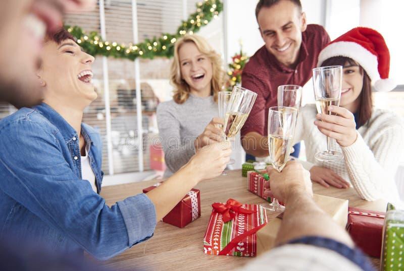 Festa de Natal no escritório fotos de stock