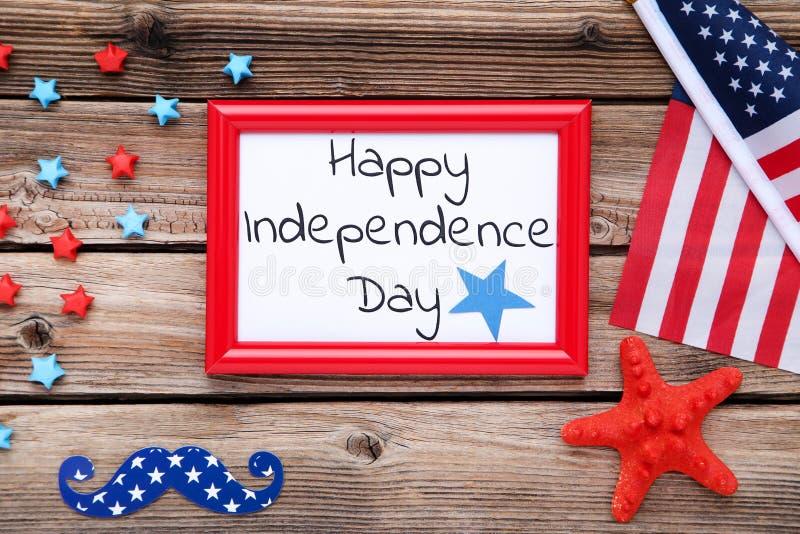 Festa dell'indipendenza felice con la bandiera americana fotografia stock libera da diritti
