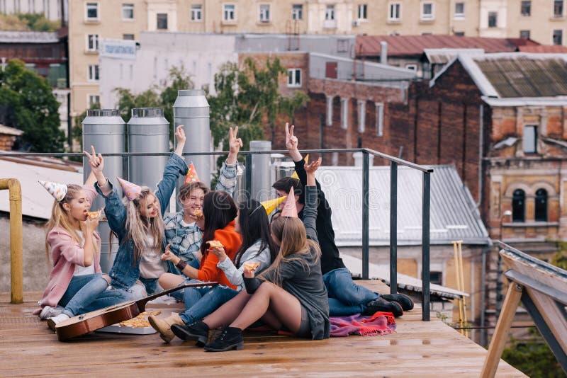 Festa di compleanno per gli studenti Tempo libero felice fotografia stock