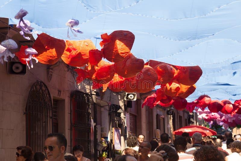 Festa Major de Gracia Dekorerade gator arkivfoton