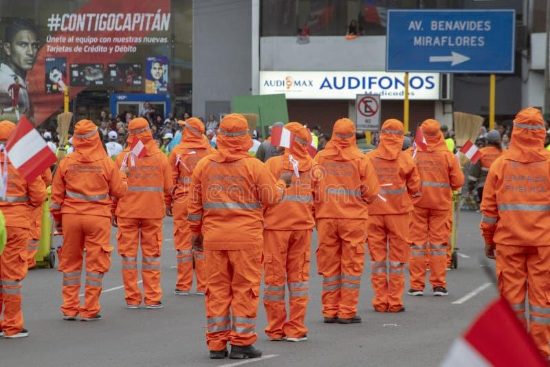Feste nazionali del peruviano di parata del personale di pulizia fotografia stock